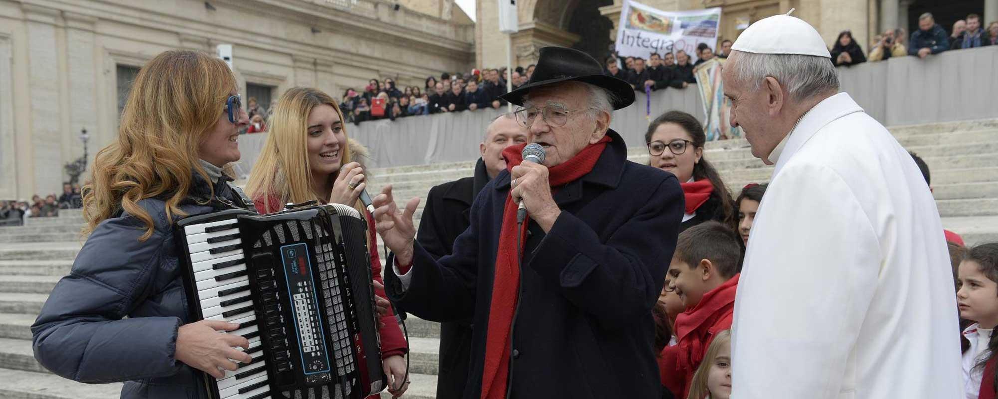 IL TRIO TREGENERAZIONALE omaggia Papa Francesco
